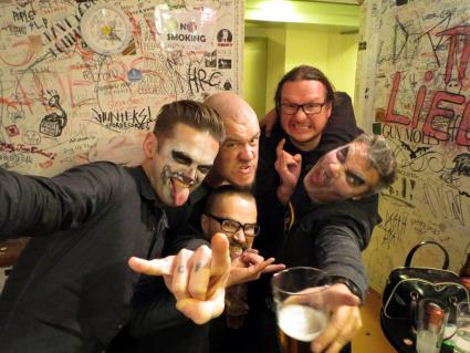 Hola Ghost in Finland, Helsinki, Bar Loose, Backstage